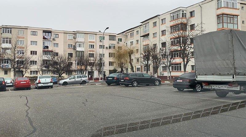 Doar 10% dintre proprietarii de autovehicule din Mioveni au solicitat loc de parcare cu plată!